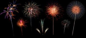 Verscheidenheid van kleurrijk die vuurwerk op zwarte achtergrond wordt geïsoleerd royalty-vrije stock afbeelding