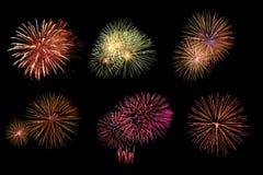 Verscheidenheid van kleurrijk die vuurwerk op zwarte achtergrond wordt geïsoleerd Royalty-vrije Stock Afbeeldingen