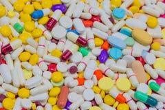 Verscheidenheid van kleurrijk medicijn Stock Foto
