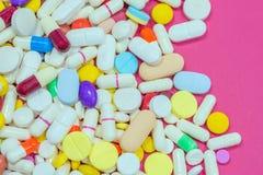 Verscheidenheid van kleurrijk medicijn Hoogste mening, close-up Gebruik voor rug Stock Afbeeldingen