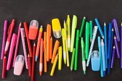 Verscheidenheid van kleurrijke pennen royalty-vrije stock foto's