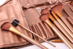 Verscheidenheid van make-upborstels stock foto's