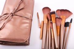 Verscheidenheid van make-upborstels stock afbeeldingen