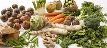 Verscheidenheid van Rauwe groenten stock afbeeldingen