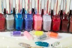 Verscheidenheid van spijkerlak en toebehoren voor manicure en pedicure Stock Afbeelding
