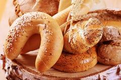 Verscheidenheid van vers brood stock foto