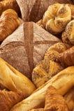 Verscheidenheid van vers brood en gebakje Stock Fotografie