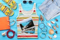 Verscheidenheid van vrouwelijke strandtoebehoren Royalty-vrije Stock Foto's