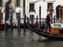 Verschepend over Canale Grande, mooie architectuur en Gondels in Venetië royalty-vrije stock foto's
