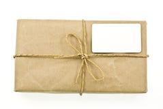Verschepend pakket dat door de post wordt verzonden Stock Afbeeldingen
