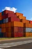 Verschepende containers stock foto's
