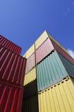 Verschepende containers en hemel Royalty-vrije Stock Afbeelding
