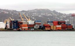 Verschepende Containers, Wellington Wharf, Nieuw Zeeland - Circa 2013 Stock Foto's