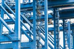 Verschepende lading aan haven door kraan, tianjin, China stock foto's