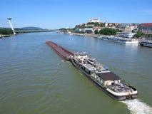 Verschepende lading op de rivier van Donau Stock Foto