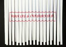 Verscheurend Privé & Vertrouwelijk Document - Royalty-vrije Stock Foto
