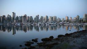 Verschieben-Film von Vancouvers Britisch-Columbia Kanada BC mit Wasser-Reflexion bei Sonnenaufgang ein früher Morgen von Stanley  stock video