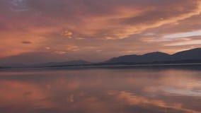 Verschiebensonnenuntergang schoss am See Pukaki, Canterbury-Hochland, Südinsel, Neuseeland stock footage