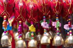 Verschieden von der Charmedekoration, die an China-Stadt verkauft lizenzfreie stockbilder