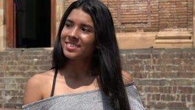 Verschiedenartigkeit in den hispanischen jugendlich Mädchen stockfotos