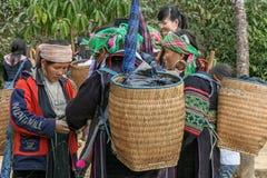 Verschiedenartigkeit in Sapa-Gruppen, nördlich von Vietnam stockfotos