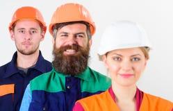 Verschiedenartigkeit, wenn Kollektivkonzept bearbeitet wird Verschiedene Leute im Team stockfoto