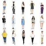 Verschiedenartigkeits-Frauen eingestellte Geste, die zusammen das Studio lokalisiert steht Lizenzfreies Stockbild