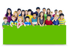 Verschiedenartigkeits-Freundschafts-Gruppe des Kinderbildungs-Anschlagtafel-Konzeptes Stockfotos