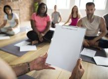 Verschiedenartigkeits-Leute-Übungs-Klasse entspannen sich Konzept lizenzfreie stockfotografie