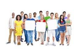 Verschiedenartigkeits-zufälliges Gemeinschaftsfreundschafts-Teamwork-Konzept Stockfotos