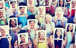 Verschiedenartigkeits-zufälliges Leute-Kommunikationstechnologie-Konzept Stockfotos