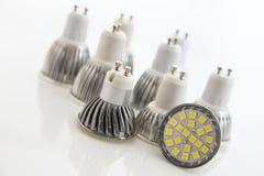 Verschiedene abkühlende SMD-Chips auf LED-Birnen Stockbilder