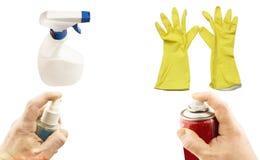 Verschiedene Aerosole in der Hand und gelbe Handschuhe Lizenzfreie Stockbilder