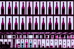 Verschiedene Alkoholflaschen in einer Hefe tonten Bild stockfotografie