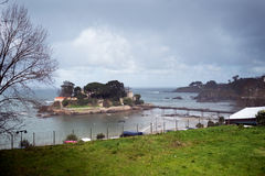 Verschiedene Ansichten eines mittelalterlichen Schlosses, nahe dem Strand und schließen an Lizenzfreie Stockfotos