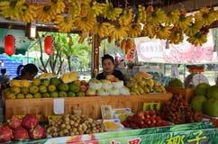 Verschiedene Art von Früchten in einem Markt in Pattaya Stockfotografie