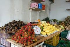 Verschiedene Art von Früchten in einem Markt in Pattaya Lizenzfreie Stockfotos