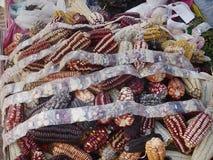 Verschiedene Art von Maissamen für Verkauf als Andenken in Anden-Bereich, Peru, Südamerika lizenzfreie stockbilder