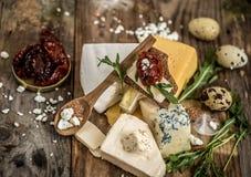 Verschiedene Arten der Käsezusammensetzung lizenzfreies stockfoto