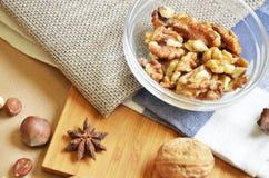 Verschiedene Arten der Nüsse Stockbild