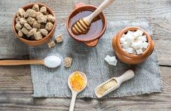 Verschiedene Arten und Formen des Zuckers Stockbild