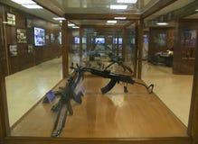 Verschiedene Arten von automatischen und halbautomatischen Gewehren auf Anzeige am Hall of Fame, Leh Stockbilder