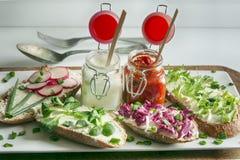 Verschiedene Arten von bunten Sandwichen Stockfotos