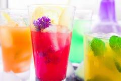 Verschiedene Arten von frischen Limonaden Lizenzfreies Stockfoto