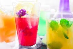 Verschiedene Arten von frischen Limonaden Stockfotografie