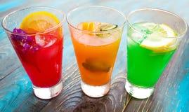 Verschiedene Arten von frischen Limonaden Stockfotos