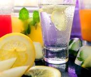 Verschiedene Arten von frischen Limonaden Stockbilder
