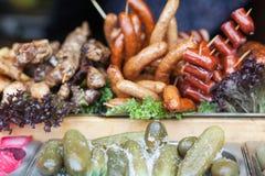 Verschiedene Arten von gegrillten Würsten Köstliche Nahrung lizenzfreie stockbilder