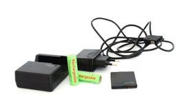 Verschiedene Aufladeeinheiten und Batterien Stockfoto