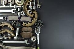 Verschiedene Autoteile und -werkzeuge lizenzfreie stockfotografie
